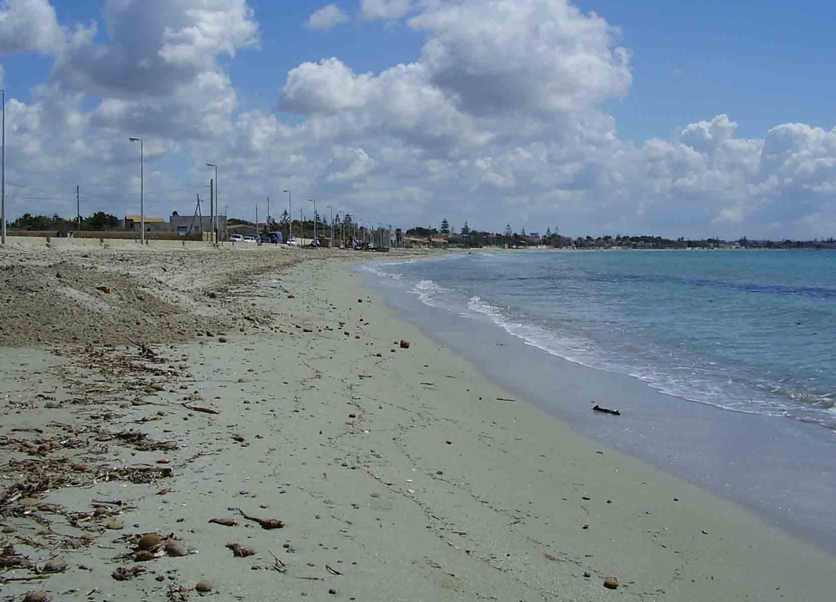 Matrimonio Spiaggia Ladispoli : Venditori ambulanti in mare per evitare i controlli a