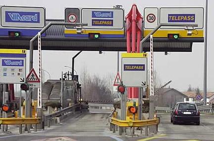 Autostrada e corsie Viacard, cosa succede quando si sbaglia