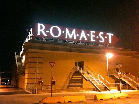 Ruba nel parcheggio del centro commerciale roma est un for Centro convenienza arredi roma est