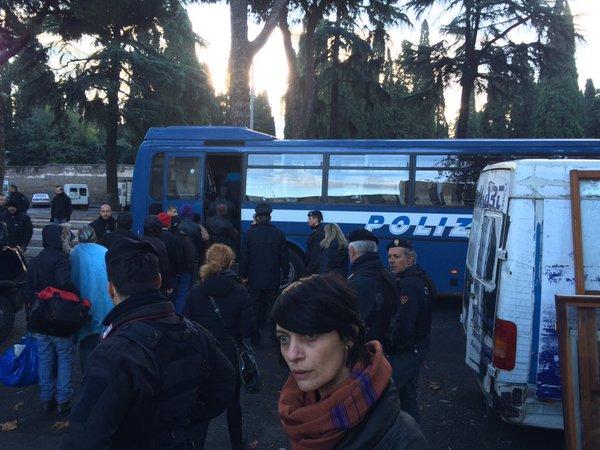 Blitz-di-Polizia-e-Carabinieri-nel-centro-migranti-di-via-Cupa.jpg (600×450)