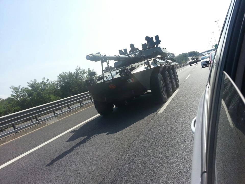Carro armato sul Grande Raccordo Anulare