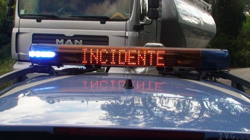 incidente sulla A1, scontro fra tir e un pullman: 10 feriti ma nessuno è grave