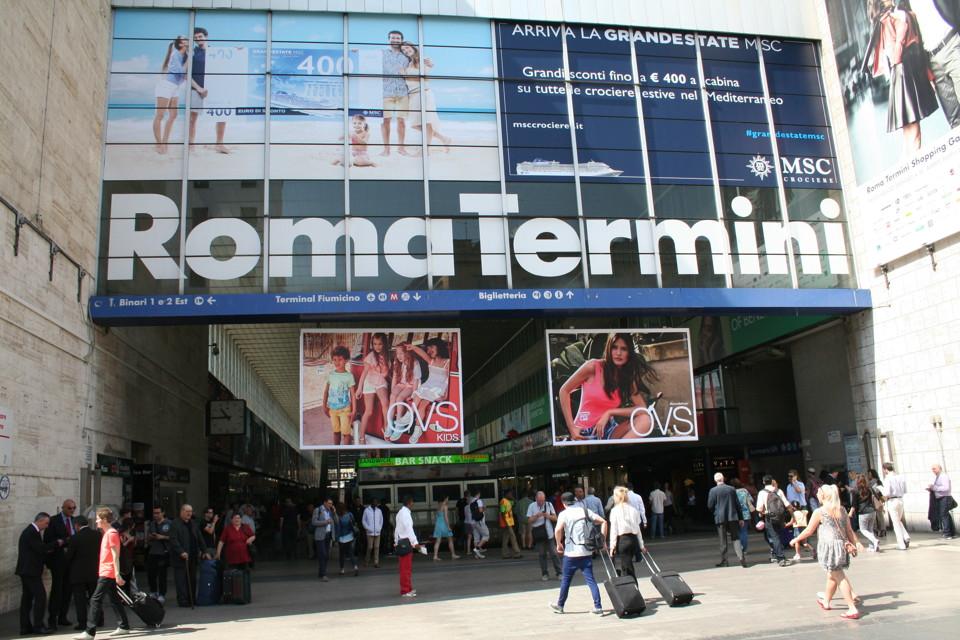 Rubano la valigia di una turista alla stazione termini 2 for Affitto ufficio roma stazione termini