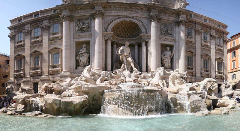 Ancora un bagno nella fontana di trevi. turista spagnolo si tuffa in