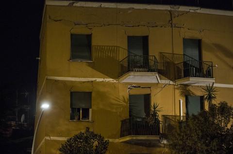 Crolla un palazzo a Ponte Milvio nella notte, era stato evacuato…