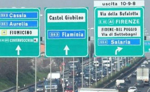 Roma, incidente sul GRA: scontro tra 3 auto e bus: lunghe code