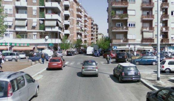 Roma, lite e spari in strada: ferito un passante