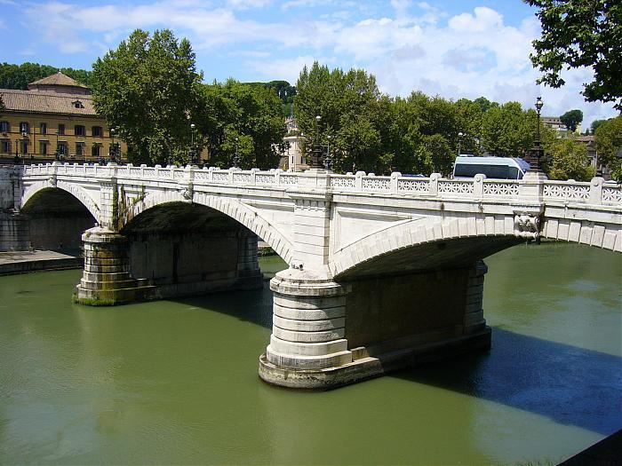 A Roma chiuso per una crepa Ponte Mazzini, bus deviati (e ritardi)