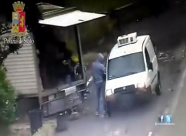 Roma, sgominata banda spacciatori del cimitero Prima Porta VIDEO