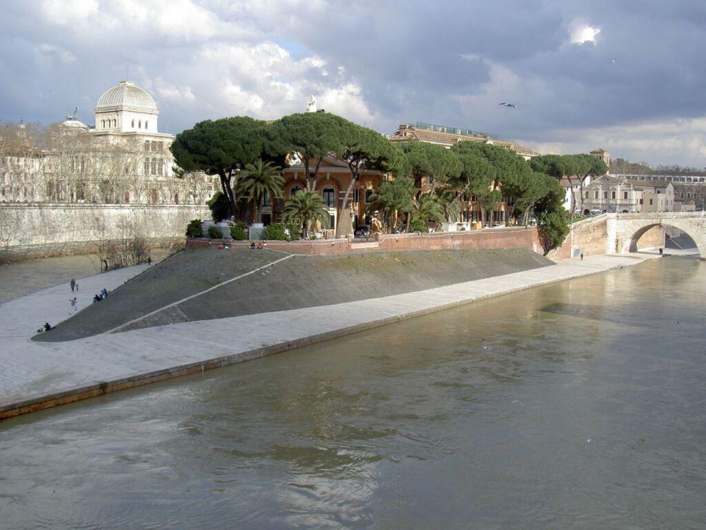 Roma, partorisce in strada aiutata da due militari
