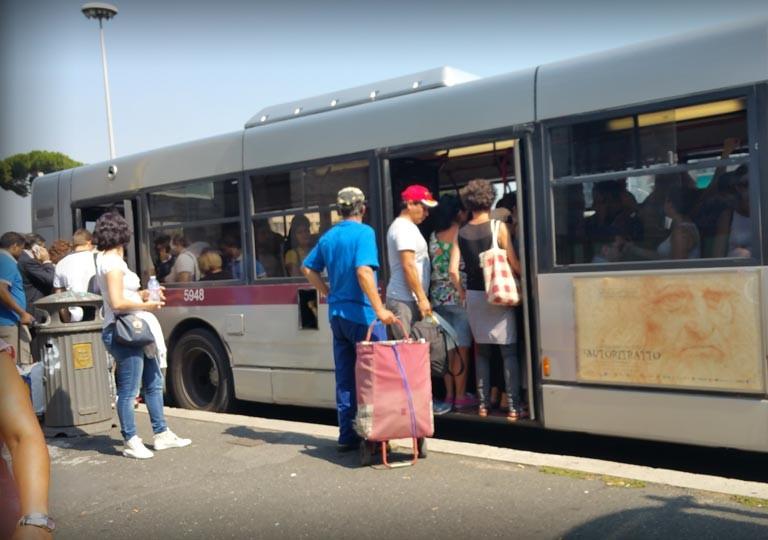 Spaccia eroina sull'autobus arrestato 30enne a Roma