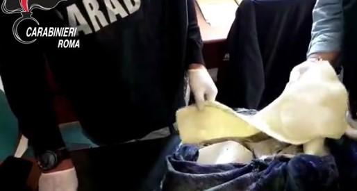 Roma, nascondeva cocaina in fodere giacconi: arrestata