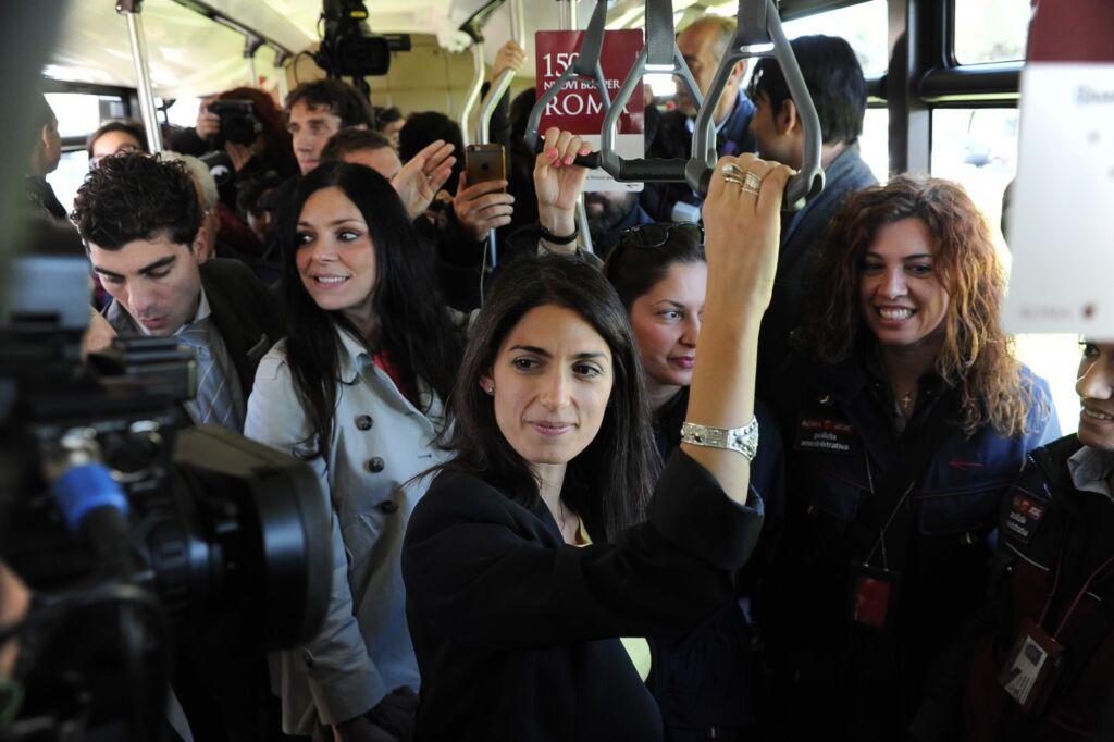 Roma: da oggi 25 nuovi autobus. Torna il controllore fisso