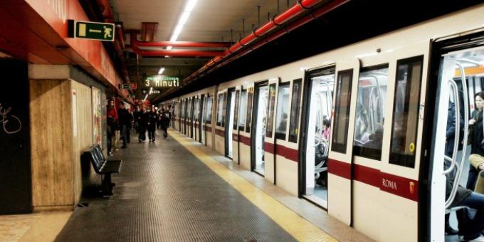 14enne aggredito da bulli alla metro a Roma