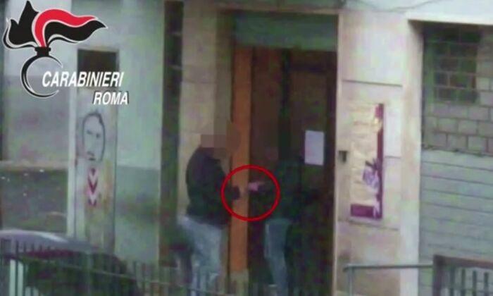 Roma. Spacciavano droga vicino ad un circolo per adolescenti 11 arresti