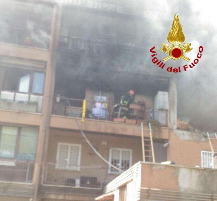 Mentana, incendio in un appartamento. Morta una donna, feriti due bambini