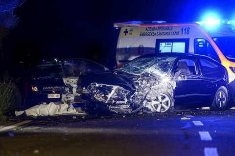 Roma, auto si ribalta: morto 29enne
