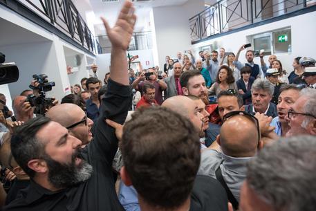Funivia Casalotti, Casapound contesta Raggi: la sindaca si allontana dall'aula