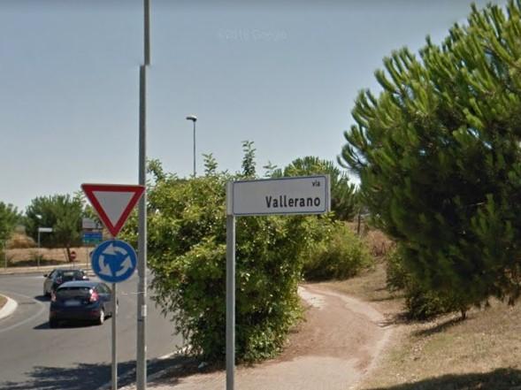 Fonte Laurentina, auto contro un albero: muore venticinquenne