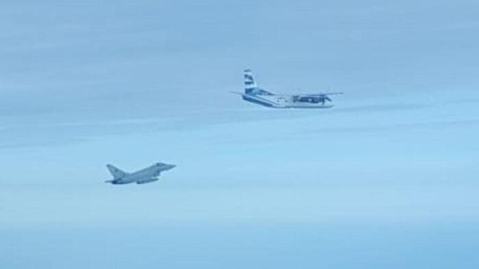 Aereo Da Caccia Oggi : Arrivano in iran gli avanzati caccia bombardieri russi su un