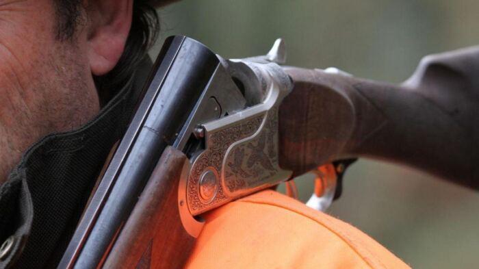 Risultati immagini per cacciatore fucile foto